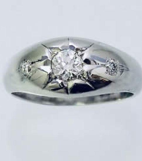 お母様のダイヤモンド月形甲丸リングを婚約指輪に